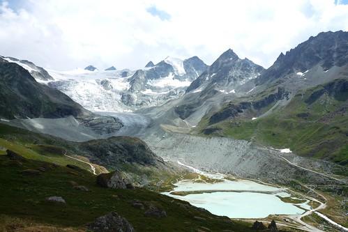 glacier de Moiry et son lac glaciaire