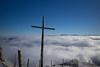 www.rigi.ch (Toni_V) Tags: m2402598 rangefinder digitalrangefinder messsucher leica leicam mp typ240 28mm elmaritm12828asph elmaritm rigikulm schwyz hiking wanderung vitznaurigikulmarthgoldau alps alpen landscape seaoffog nebelmeer fog mist nebel kreuz gipfelkreuz winter sky switzerland schweiz suisse svizzera svizra europe ©toniv 2016 161227