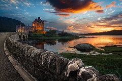Eilean Donan Castle (cfaobam) Tags: eileandonancastle eileandonan burg castle schottland scotland europe scottish landschaft ufer landscape color sun water travel photography europa nature national geographic cfaobam wasser sony a7r dusk dornie globetrotter