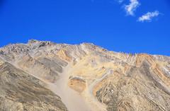 Tsarap Chu Valley (Niall Corbet) Tags: india himalaya himalayas ladakh manalitoley mountain desert scree sarchu