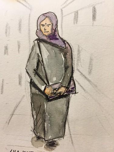 Frau mit lila Kopftuch in Lübeck