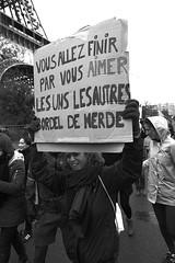 _DSF4221 (sergedignazio) Tags: france paris street photography photographie rue fuji xpro2 manifestation trump trocadéro tour eiffel immigration décret usa antitrump protest