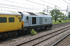 "67029 ""Royal Diamond"" & 82111 @ Coppenhall - Crewe (uksean13) Tags: yellow canon cheshire crewe dbs networkrail ef28135mmf3556isusm 400d testtrain 82111 67029 coppenhall dbschenker royaldiamond"