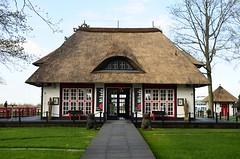 Mikado Kunsthaus in Timmendorf (timmendorf1) Tags: strand germany deutschland europa schleswigholstein timmendorfer timmendorferstrand reetdachhaus mikadokunsthaus relttsch