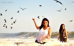 Waves and womens (Galo Andrés) Tags: sunset summer beach golden ecuador nikon hour d7000