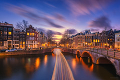 Amsterdam Christmas Boxing Day 2016 (pieter.struiksma) Tags: amsterdam boxingday dutch evening sky clouds longexposure water reflections light houses buildings keizersgracht leidsegracht canal windows trail rondvaartboot