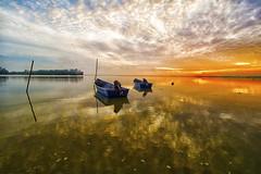 IMG_7410~dingin pagi (alongbc) Tags: jubakar jubakarpantai tumpat kelantan malaysia travel places trip sea clouds sky sunrise canon eos700d canoneos700d canonlens 10mm18mm wideangle fishingboats boats fishingvillage
