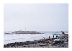 Surfer's Paradise (Linus Wärn) Tags: asia taiwan kaohsiung cijin beach waves surfer surf horizon debris ocean shore