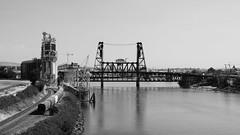 Steel Bridge (schnoogg) Tags: brücke coyotes fluss modestmouse oldtownchinatown oregon portland steelbridge usa willametteriver zug blackandwhite bridge river schwarzweiss train us