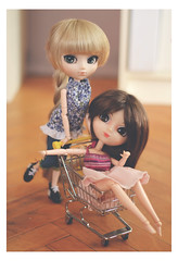 Everyone needs to have fun sometimes... (Dragonella~) Tags: pullip doll coco alte zoe victorique victoriquedeblois pullipobitsu pullipalte pullipvictoriquedeblois pullipvictorique obitsu nikon d5100 fun shoppingcart weirdtags rewigged blonde