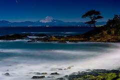 Fuji at night over the sea (shinichiro*) Tags: 横須賀市 神奈川県 日本 jp 20170212ds43208 2017 crazyshin nikond4s afsnikkor2470mmf28ged february winter fuji 秋谷海岸 富士 立石 fullmoon yokosuka kanagawa longexposure 32788767121 candidate