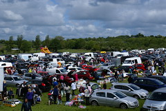 Anglų lietuvių žodynas. Žodis car boot sale reiškia automobilių bagažinės pardavimas lietuviškai.