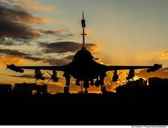 Sunset Gripen-NG (réplica) (Força Aérea Brasileira - Página Oficial) Tags: sunset pordosol sky clouds replica mockup nuvens saab ceu silhueta aeronave esplanadadosministerios brasíliadf forcaaereabrasileira gripenng defesaaérea fotoeniltonkirchhof
