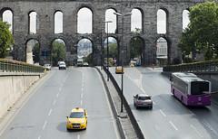 Valens Aqueduct #3 - Istanbul (Piotr Kowalski) Tags: old bridge brick monument stone architecture ancient arch roman taxi istanbul most ottoman constantinople archbridge valensaqueduct zabytki akwedukt łuk greyfalcon stambuł ataturkbulvari akweduktwalensa