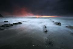 Soñando bajo la lluvia - Barrika (PITUSA 2) Tags: atardecer noche mar lluvia playa paisaje arena cielo nubes olas rocas oscuridad barrika paisavasco pitusa2 elsabustomagdalena