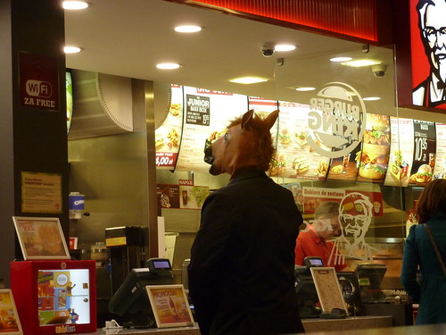 Quand un cheval va au KFC... Varsovie, Pologne