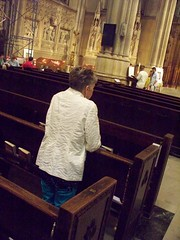 New York City - inside St. Patrick's Cathedral (Guenther Lutz) Tags: impact praying kneeling indoor church