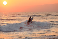 a sufer in the sunset. (cate♪) Tags: surfer wave splash sunset sun jump reflections