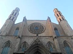 La catedral del Mar (Lola Massotti) Tags: barcelona sol de basilica bcn iglesia puesta fachada catedraldelmar
