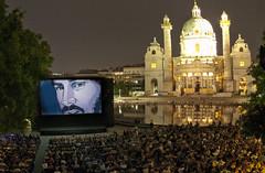 """Keanu Reeves blickt über den Karlsplatz • <a style=""""font-size:0.8em;"""" href=""""http://www.flickr.com/photos/39658218@N03/19545551825/"""" target=""""_blank"""">View on Flickr</a>"""