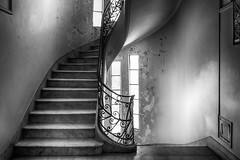 Stairs -Palacio Barolo- (Buenos Aires, Argentina. Gustavo Thomas © 2016) (Gustavo Thomas) Tags: escaleras stairs palaciobarolo buenosaires ba argentina monochrome monocromático blancoynegro blackandwhite bnw light luz