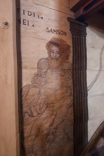 Postać Samsona przy wejściu na chór na nawie południowej kościoła w Boguszycach