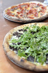 Pizzeria Lola (jpellgen) Tags: annkim korean pizza pizzerialola xerxes mpls minneapolis mn minnesota twincities usa america nikon nikkor 2017 d7000 35mm winter february foodporn lunch dinner koreanbbq mysharoni sausage pepperoni