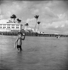 Lost holiday (Olivander) Tags: vacation bw vintage mediumformat florida miamibeach 620 browniehawkeyeflash foundfilm verichromepan whitehousemotel