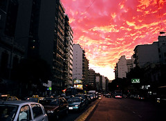 How can you sleep when the sky is burning ? (Délirante bestiole [la poésie des goupils]) Tags: red sky black argentina amazing tag1 burning buénosaires