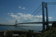 Verrazano Narrows Bridge, New York City (Thad Roan - Bridgepix) Tags: newyorkcity travel bridge lighthouse ny newyork brooklyn harbor photo suspension photos fort marathon bridges historic statenisland bridging 200509 verrazanonarrowsbridge verrazano fortwadsworth ammann bridgepixing bridgepix bridgeblog othmarherrmannammann