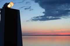 Oeil au crpuscule (Le Tire-bouchon) Tags: 2005 mer canada soleil couleurs coucher mai nouveaubrunswick t phare acadie caraquet paix baie t grif007