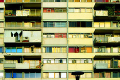 koyaanisqatsi pantone (alvazer) Tags: chile windows abstract building texture textura entramado architecture facade plane arquitectura angle squares geometry edificio minimal ventanas frame marco framing framework woven fachada plot mnml geometria trama encuadre tejido cuadrados alvazer vazer paisfotografico
