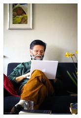 Dad on a Mac? (Bob van Ooik) Tags: home apple mac ibook couch granddad mostviewed eibergen 50mm28ex