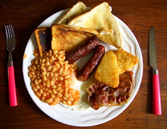 Ali Woo's fry-up of power (George Pollard) Tags: pink food breakfast bacon beans toast egg woo ali crispy sausages friedegg bakedbeans hashbrowns fryup cutlery fullenglish