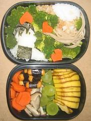 Weird Love(?) Bento (veggiekitty) Tags: hearts lunch mushrooms japanese vegan rice sauce emo broccoli bananas grapes noodles soba bento carrots soy crackers ganguro nori obento
