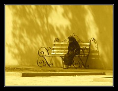 Meditación (jose_miguel) Tags: street españa woman miguel photo mujer spain bravo searchthebest muslim islam homeless jose hijab morocco maroc sin marrakech marrakesh stolen marruecos techo interestingness2 musulman themoulinrouge robado blueribbonwinner canondigitalixus55 magicdonkey explore2 outstandingshots haltenhof fivestarsgallery marraquech abigfave artlibre 123f50 ltytr1 flickrplatinum goldenphotographer