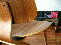 walnut curves (Veronika Lake) Tags: home modern chair interior livingroom noguchi coffeetable eames hermanmiller inresidence midcenturymodern lcw mouldedplywood explored