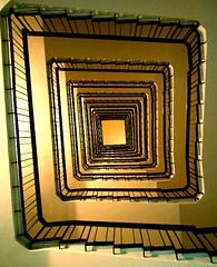 il mondo è fatto a scale (premio qualità - concorso tuttocittà luoghi comuni 2006)