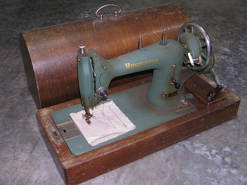Husqvarna hand wind sewing machine