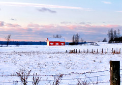 Paysage* (Imapix) Tags: voyage travel winter red sky white snow canada clouds landscape photo photographie quebec qubec imapix topfavpix gatangbourque gatanbourque copyright2006gatanbourqueallrightsreserved  copyright2006gatanbourqueallrightsreserved imapixphotography gatanbourquephotography
