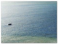 Imensidão Azul (Renata Diem) Tags: azul blue mar sea bleu barco boat floripa lagoa florianópolis florianopolis brazil brasil oceano ocean natureza nature