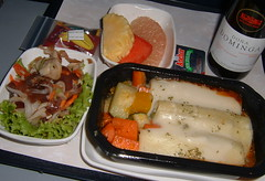 KLM Economy Class Lunch (Danburg Murmur) Tags: food airline klm airborne airlinefood  klmroyaldutchairlines doadominga koninklijkeluchtvaartmaatschappij