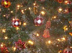 Snowed (gusdrinks) Tags: christmastree arboldenavidad christmas navidad ornaments adornos esferas campanas bells snow nieve estrellas stars luces lights