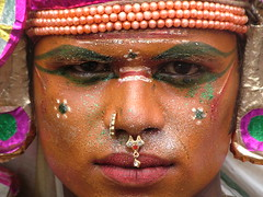 Hindi street dancer in Tiruvannamalai (Peter Hessel) Tags: portrait india color hindu theface tiruvannamalai