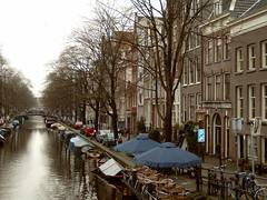Egelantiersgracht (Rick van Hemert) Tags: city trees netherlands dutch amsterdam boats nederland 2006 canals jordaan egelantiersgracht houseshomes rickll views75