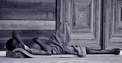 Un rêve d'ailleurs (Délirante bestiole [la poésie des goupils]) Tags: africa sleeping bw blackwhite bravo tag1 great madagascar pick10 saintemarie nowork spleep