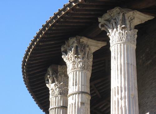 T. Herc. Victor capitals