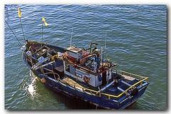 Ainda na ponte do Itajur, Cabo Frio (Z Lobato) Tags: brasil riodejaneiro barco cabofrio zrobertolobato canaldoitajur traineira zlobato traditionalwoodenboats