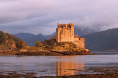 Eilean Donan (WhiteGoldWielder) Tags: sunset reflection castle wow scotland highlands dusk eilean donan dornie oct96