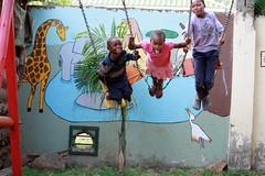 Alexi, Pendo en Reggie op de schommel